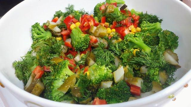 En Hafifinden Portakal Suyuna Haşlanmış Brokoli Salatası