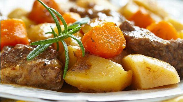 Özel Günlerin Vazgeçilmez Tarifi: Parmak Yedirten Tas Kebabı!