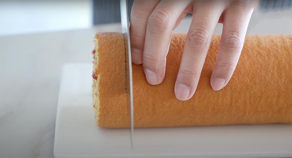 bir dilim isviçre rulo kek