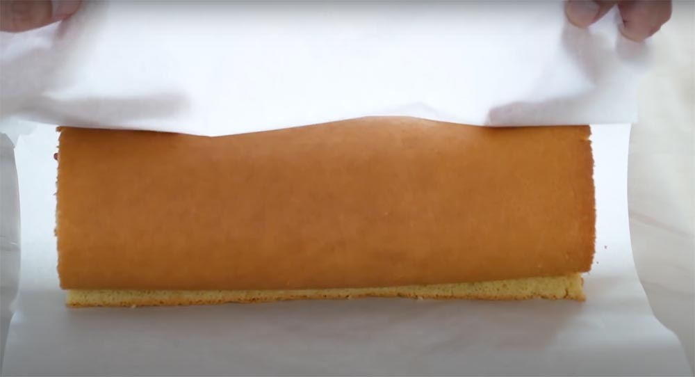 Isviçre rulo kekim katlandı
