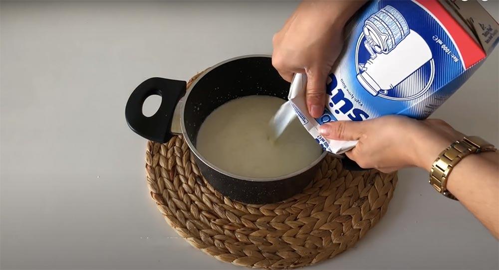 tencereye süt ekliyorum