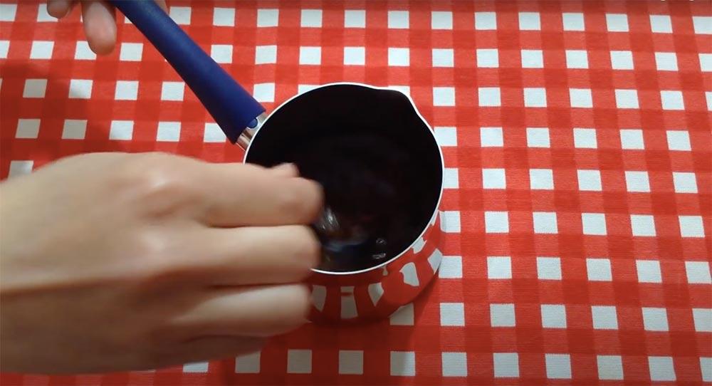 türk kahvemizi iyice karıştırıyoruz