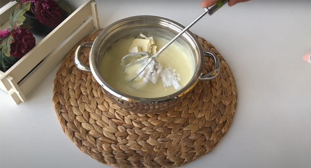 vanilya ve tereyağını ekliyorum
